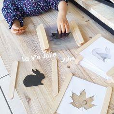 Activité Montessori : Table lumineuse : les silhouettes -  DIY pour fabriquer des petites cartes à manipuler sur une notre table lumineuse. Un jeu d'ombres et de lumière avec des silhouettes !