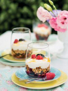 Classic Berries, Yoghurt And Muesli Vegetarian Cooking, Muesli, Healthy Recipes, Healthy Food, Yogurt, Panna Cotta, Breakfast Recipes, Berries, Cheesecake