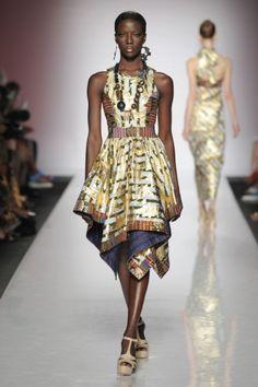 Vestito oro e decorato di Kiki Clothing