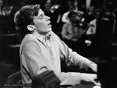 Glenn Gould, pas besoin de mettre une biographie, simplement l'un des plus grands pianistes du XXe siècle