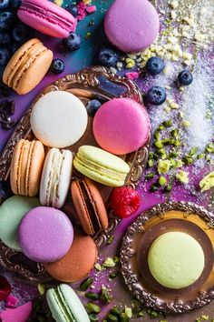 Best food and product photography Colorful Desserts, Cute Desserts, Dessert Recipes, Macaroon Wallpaper, Unicorn Food, Cute Food, Yummy Food, Macaron Cookies, Tumblr Food