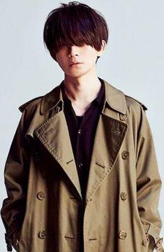 BUMP OF CHICKEN 藤原基央 Zero 2, Cool Guitar, Fuji, Guitars, Musicians, Bands, Japanese, Poses, Hair Styles