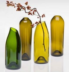 Be Creative with Old Wine Bottles After you drink the wine, what the heck can you do with the wine bottles. Quite a lot, actually. And wine barrels make great DIY project too. Here are some DIY Wine bottle ideas; let us know which project you will try. Reuse Wine Bottles, Cutting Wine Bottles, Wine Bottle Vases, Recycled Wine Bottles, Wine Bottle Crafts, Cut Bottles, Beer Bottles, Diy Bottle, Empty Bottles