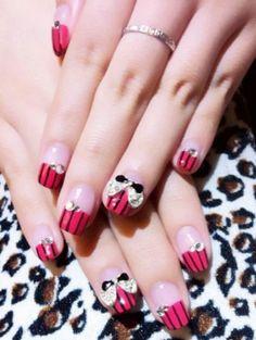 Lovely bow nail