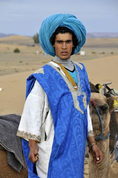 Many Tuareg men swath their heads in thick turbans to protect them from extreme heat, light and wind. It is also effective protection from the harsh desert sands.
