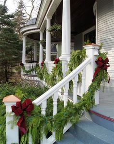 Christmas porch garland - Holiday Outdoor Decorating Tips from Mariani Landscape - Traditional Home® Christmas Porch, Noel Christmas, Outdoor Christmas Decorations, Country Christmas, Christmas Lights, Holiday Decor, Primitive Christmas, Holiday Style, Christmas Scenes