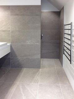 Using large format tiles in small spaces
