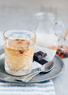 Vegan ijskoffie Iced Coffee, Smoothies, Panna Cotta, Cold, Chocolate, Ethnic Recipes, Desserts, Smoothie, Tailgate Desserts