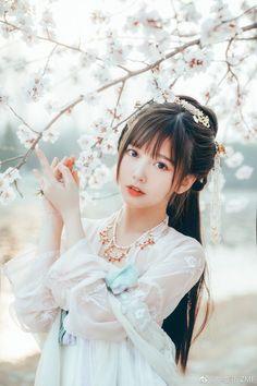 Traditional Fashion, Traditional Outfits, Cute Asian Girls, Cute Girls, Tumbr Girl, Cute Kawaii Girl, Cute Japanese Girl, China Girl, Hanfu
