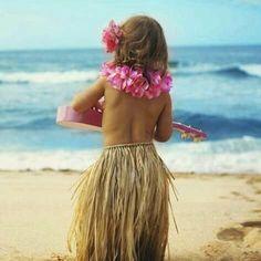 """Quando foi a última vez que você """"holoholou""""? Pra ver o pôr do sol enfiar os dedos na areia ou sentar naquele lugarzinho fresco e ouvir o som das árvores. """"Holoholo"""" significa sair de casa por simples lazer na língua dos havaianos."""