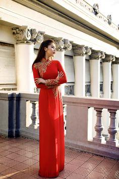 Siêu mẫu khoe nét đẹp đằm thắm trong các mẫu trang phục truyền thống. -  Ngôi sao
