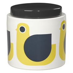 Great for keeping pasta, teabags or cookies inside, this 70's inspired Hen storage jar by Orla Kiely is perfect for adding a splash of colour into the kitchen. Our range of retro style storage jars come in a verity of patterns and colours so you can create a mix and match look in your kitchen.