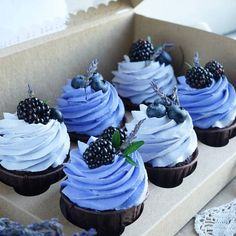Cupcake Recipes, Cupcake Cakes, Dessert Recipes, Fondant Cakes, Cupcake Piping, Fruit Cupcakes, Just Desserts, Delicious Desserts, Yummy Food