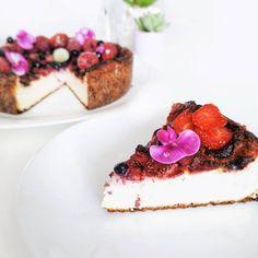 🇵🇱Niesamowicie smaczny sernik z 🍓 , które rozpływają się w ustach, jak twoje 👙📏 Lubisz nabiał? Ja 😍, ale teraz staram się jeść go mniej ⬇️… Vegan Cake, Panna Cotta, Cheesecake, Ethnic Recipes, Desserts, Food, Cheesecake Cake, Tailgate Desserts, Deserts
