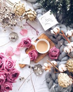 Flatlay Inspiration · via Custom Scene · scattered flowers with chunky blanket Flat Lay Photography, Coffee Photography, Coffee Break, Morning Coffee, Good Morning, Bouquet Cadeau, Photo Pour Instagram, Photo Grid, But First Coffee