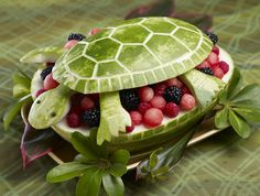 Watermelon Turtle {Edible Fruit Crafts} Finding so many ideas for my turtles first birthday awe I'm sad :( Watermelon Fruit Bowls, Watermelon Turtle, Eating Watermelon, Watermelon Carving, Carved Watermelon, Watermelon Basket, Watermelon Ideas, Watermelon Animals, Watermelon Designs