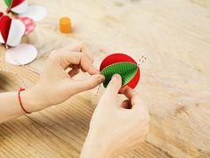 Tutoriel DIY: Fabriquer des boules de Noël en papier via DaWanda.com