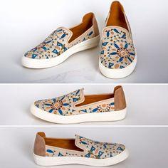 Bolsos bordados, Embroidered handbags, Sneakers by GittaSAS Vans, Slip On, Handbags, Sneakers, Shoes, Fashion, Embroidered Bag, Tennis Sneakers, Totes