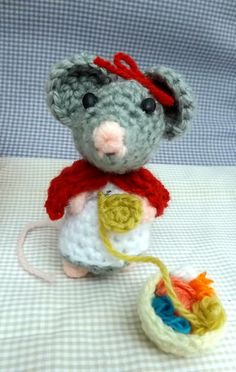 Mirabella, our crochet maker! Exclusive on Balaio de Tigre Artesanato! #amigurumi #mouse #crafter