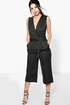 Black pinstripe jumpsuit boohoo com Trendy Fall Outfits, Simple Outfits, Chic Outfits, Fashion Outfits, Sewing Blouses, Jumpsuit Outfit, Jumpsuit Pattern, Custom Dresses, Party Fashion