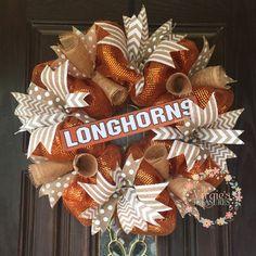 Wreath Crafts, Diy Wreath, Wreath Ideas, Deco Mesh Wreaths, Holiday Wreaths, College Crafts, School Wreaths, Ut Longhorns, Sports Wreaths