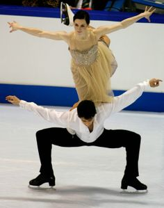 Virtue and Moir - 2010 Olympic Gold! (The element they originated, the Canada Goose) Pairs Figure Skating, Figure Ice Skates, Virtue And Moir, Tessa Virtue Scott Moir, Ice Dance, Dance Ballet, Tessa And Scott, Ice Princess, Sport Girl