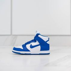 Nike brings back the dunks featuring the signature white and varsity blue of Kentucky this Spring. Cop or drop? #AteazeEverywhereYouAre  #sneakerhead #sneakergame #streetstyle #streetwear #igsneakercommunity #nike #nikedunks #teamcolors #toronto #footwear #shoegame #shoeporn #teamcozy #highsnobiety #hypebeast