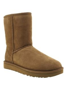 Style classic short tan UGG boots with your fave skinnies this Winter for easy off duty outfis