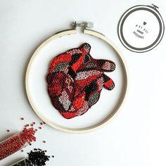 Anatomic Heart❣ Возможно выполнить на заказ. #брошьизбисера #брошьручнойработы #брошь #вышивка #сердце #heart #anatomicheart #byksi