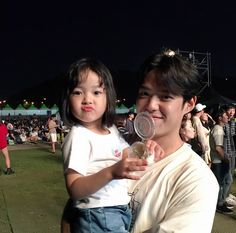and baby ulzzang (notitle) Father And Baby, Dad Baby, Mom And Baby, Baby Kids, Cute Asian Babies, Korean Babies, Cute Babies, Ulzzang Kids, Ulzzang Couple