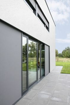 The Renson Slidefix is the perfect solution for your sliding doors. It opens in the direction of your doors, it's aesthetic in a discrete way and it keeps your house protected against the sun.  #sunprotection #slidingdoors #slidefix #architecture