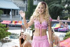 A world where we barely knew who Anna Faris and Emma Stone were seems like such a strange one, but it's officially been 10 years since the two women first came onto our radar in the 2008 comedy The House Bunny. The story of Faris' aspiring Playboy… House Bunny Movie, The House Bunny, Mean Girls, Playboy, Divas, Early 2000s Fashion, Anna Faris, Bunny Outfit, Costumes