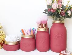 Mason Jars are most likely one of the most iconic bit of glassware. So take care when you put those fresh little things within the jar. There are lots of interesting methods for using mason jars as organizers. Diy Makeup Decor, Diy Makeup Brush, Makeup Crafts, Makeup Brush Holders, Makeup Brushes, Diy Makeup Stand, Makeup Jars, Make Up Storage Diy, Diy Makeup Storage