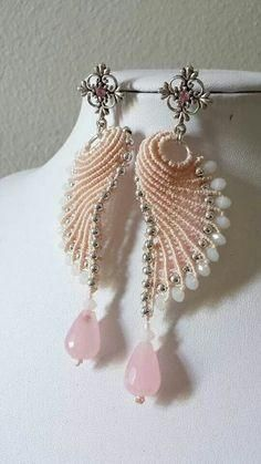 """Wow! SEASHELL earrings wire and fiber. Image only. I suspect it is be one of Marilyn Moore's creations. <a href=""""http://www.marilynmooreswired.net/gallery.html"""" rel=""""nofollow"""" target=""""_blank"""">www.marilynmoores...</a>:"""