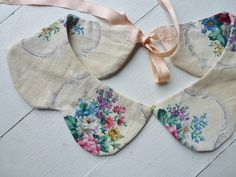 Vintage style collar - love the floral prints!