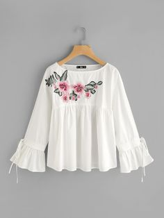 SheIn offers Embroidered Flower Applique Bell Cuff Smock Top & more to fit your fashionable needs. Stylish Tops, Stylish Dresses, Trendy Fashion, Girl Fashion, Fashion Outfits, Smocks, Mein Style, Mode Hijab, Little Girl Dresses