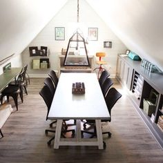 If you love Chip and Joanna Gaines as much as us, go inside the design duo's 1,700 square-foot Victorian home, which sits on 40 beautiful acres in Crawford, Texas, a suburb of Waco. Chip Y Joanna Gaines, Joanna Gaines House, Joanna Gaines Farmhouse, Chip Gaines, Magnolia Fixer Upper, Magnolia Homes, Magnolia Market, Magnolia Blog, Magnolia Farms