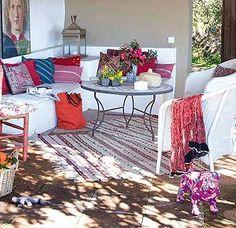 Una casa en el campo (Málaga). En armonía con el entorno y con un estilo personal, es un outdoor que destaca por su frescura y vitalidad.