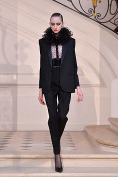 Hedi Slimane traz à tona as referêcias clássicas da YSL - Vogue | Desfiles