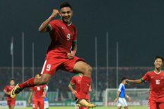 Timnas U-19 sempat kesulitan membobol gawang Singapura. Gol pembuka baru tercipta di menit ke-21 melalui Rafli Mursalim setelah menerima umpan lambung.