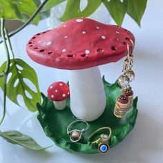 Clay Art Projects, Ceramics Projects, Diy Clay, Clay Crafts, Diy Earring Holder, Bangs For Round Face, How To Make Clay, Indie Room, Diy Rings