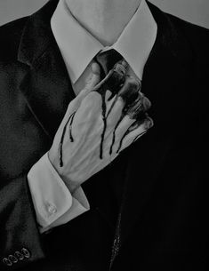 Viandra membutuhkan vallerie Viandra hanya mau vallerie Gadis kecil i… # Random # amreading # books # wattpad Mafia, Poses References, Black Suits, Character Aesthetic, Suits For Women, Character Inspiration, Photoshoot, Black And White, Photography