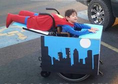 Halloween is a great showcase for fun, creativity and self-expression. Every year people make costumes that scare us, make us laugh and wow us with their ingenuity and crafstmanship Diy Superhero Costume, Superman Costumes, Superhero Halloween, Parenting Win, Parenting Done Right, Parenting Advice, Sweet Stories, Cute Stories, Wheelchair Costumes