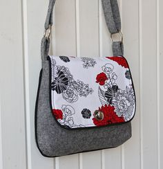 Amazing Sewing Patterns Clone Your Clothes Ideas. Enchanting Sewing Patterns Clone Your Clothes Ideas. Handbag Patterns, Bag Patterns To Sew, Pdf Sewing Patterns, Fabric Purses, Fabric Bags, Diy Handbag, Wallet Pattern, Patchwork Bags, Clutch