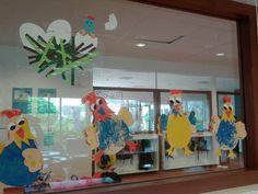 """Ons raam tijdens het thema """"kleuren en vormen/ voorjaar"""""""