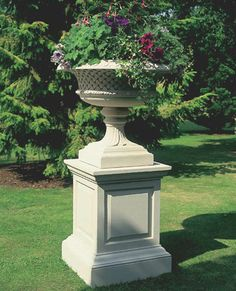 The David Sharp Studio, Masterpieces in Classical Garden Statuary, Garden Fountains and Pool Surrounds. Front Door Planters, Urn Planters, Garden Urns, Garden Fountains, Formal Gardens, Small Gardens, Container Plants, Container Gardening, Stone Water Features