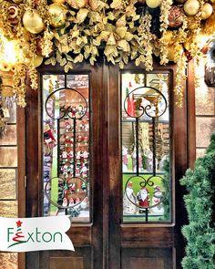 ✨Llena de alegría tus espacios en esta #Navidad con la tendencia #ClásicaLuminosa✨ ¿Te gusta esta tendencia? . . #navidadfexton #arboldenavidad #promocionesdenavidad #colombia #navidadmagica Christmas Floral Arrangements, Christmas Ornaments, Magical Christmas, Spaces, Crowns, Doors, Colombia, Trends