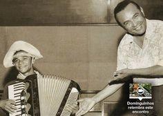 """Em 1954, Dominguinhos se muda para o Rio de Janeiro. Começa então a aprender outros estilos, em especial o chorinho, se apresentando então em casas noturnas. Em 1957, aos 16 anos, é apadrinhado por Luiz Gonzaga, que passa a chamá-lo de seu herdeiro artístico, anos mais tarde, lhe daria o apelido que o tornou conhecido no Brasil. Ainda nesse ano, fez sua primeira gravação profissional na música """"Moça de Feira"""", álbum de Luiz Gonzaga."""