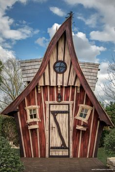 lieblingsplat … - All About Cubby Houses, Fairy Houses, Dog Houses, Play Houses, Crooked House, Fairytale House, Backyard Buildings, Fantasy House, Shed Homes
