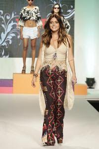 Chic e Fashion: Fiorella Mattheis brilha no Mega Fashion Week